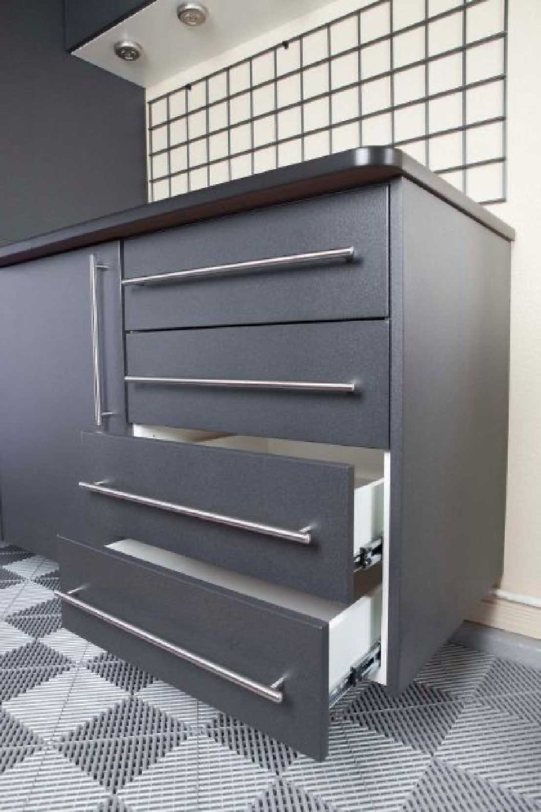 Granite-Close-up-with-EbonyStar-and-Grey-Swis-Trax-drawers-open.jpg